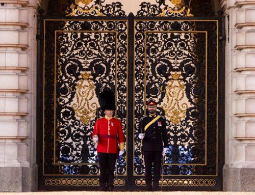 Canadian artillery soldiers assume Queen's Guard duties in England